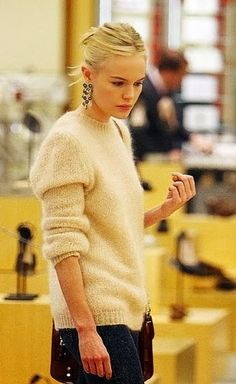dramatic earring+ casual sweater  | LE CATCH