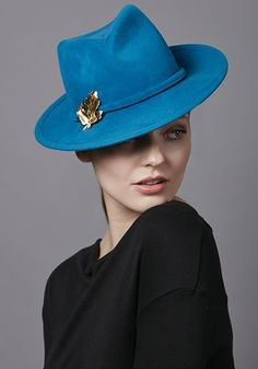 R17W21 - Turquoise velour felt trilby with gold maple leaf brooch