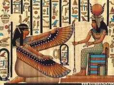 La religión dominaba la sociedad egipcia bajo ceremonias para acompañar el acto de la vida o de la muerte y solo estaban reservados para los faraones o personas de la nobleza; los egipcios eran muy devotos ya que creían firmemente en la vida eterna después de la muerte;