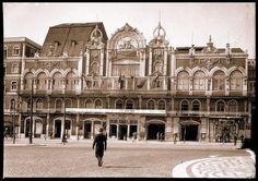 Lisboa de Antigamente: O primeiro Éden Teatro Old Pictures, Old Photos, Azores, Pavement, Historical Photos, Portuguese, Vintage Posters, The Good Place, Street