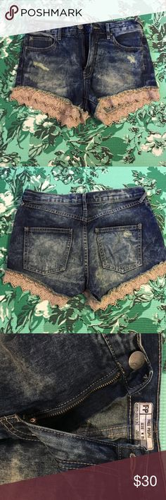 Free People distressed denim shorts Free People distressed denim shorts. Stretchy and comfortable. Only worn once. Size W 25. NO TRADES Free People Shorts Jean Shorts