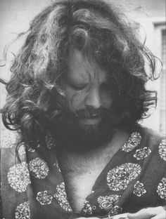 Jim Morrison of The Doors was known not only for his music but also for his epic and bizarre looks. Jim Morrison's beard was left as a shaggy beard in his later years, which completely transformed (fo Jim Morrison Beard, Ray Manzarek, Jim Morison, Jimi Hendricks, Jim Pam, The Doors Jim Morrison, The Doors Of Perception, Hippie Man, Idole