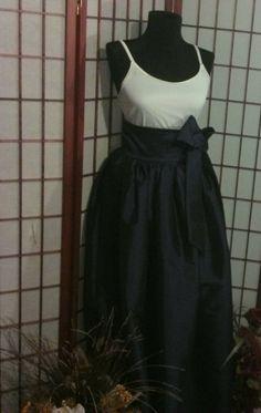 Taffeta Navy Blue Maxi Skirt. Beautiful long sash, zipper opening and side pockets.