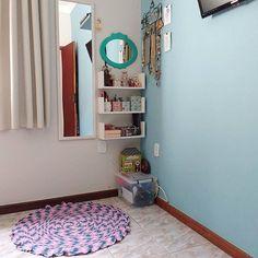 Meu tapetinho colorindo meu cantinho! ❤😍 . . #croche #tapete #euquefiz #artesanato #cabecanasnuvens #penteadeira #beleza #espelhoespelhomeu #minhacasapop #casacomalma #casasreais #casadeamados #decoracaoafetiva #decoracao #wonderland #homesweethome #casafofa #meucantinho  #sucodenuvem #leveza #delicadezas #fofuras #DIY #decor #arte #lardocelar #cores #sonhos #slowlife