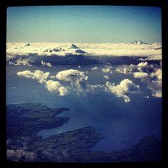 Desde el cielo ...en el fondo el volcán Calbuco, en el centro volcán Osorno...y a la izquiera puntiagudo. Airplane View, Clouds, Outdoor, Volcanoes, Sky, Centre, Viajes, Outdoors, Outdoor Games