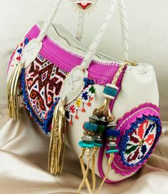 BoHo bag with embroidery & beaded tassels Handmade Handbags, Handmade Bags, Ethnic Bag, Boho Bags, Boho Diy, Cute Bags, Vintage Bags, Hippie Chic, Fashion Bags