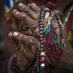 Mandala Chakra, Image Zen, Climbing Everest, Les Religions, Praying Hands, Old Hands, Tibetan Buddhism, Prayer Beads, Tibet