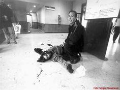 Dario Santillan, asesinado por la policia durante una protesta de manifestantes en el puente Pueyrredon, luego de herirlo le levantaron las piernas estando aún con vida para que se desangre y acelerar su deceso, tambien asesinan a otro joven, Maximiliano Kosteki, este crimen perpetrado por la policia, bajo la anuencia política del gobierno de Duhalde, paso a  denominarse masacre de Avellaneda,  año 2002, Buenos Aires, Argentina