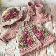 Stricken sie Baby Kleidung 5 Ideas for Knitting With Lace Weight Yarns The maximum sensitive threads Baby Knitting Patterns, Baby Patterns, Crochet Patterns, Knitted Baby Clothes, Crochet Clothes, Knitting Projects, Crochet Projects, Baby Girl Crochet, Baby Sweaters