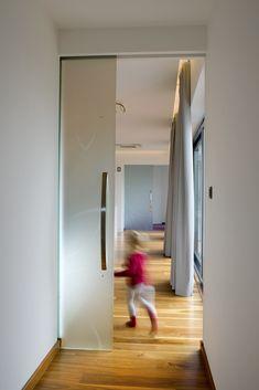 Veľkorozmerné posuvné celosklenené dvere Oversized Mirror, Flora, Furniture, Home Decor, Decoration Home, Room Decor, Plants, Home Furnishings, Home Interior Design