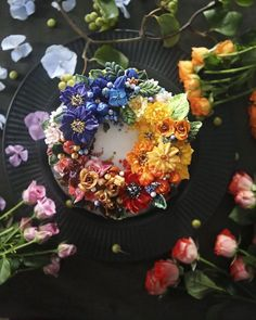 culturenlifestyle:    Stunning Buttercream Floral Cakes That Are Way Too Beautiful to Eat by Seoul-Based Pastry Chef Atelier Soo  Keep reading  Love it! Xo