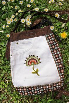 White Jeans handbags white denim handbags Daisy flowers Christmas Bags, Christmas Cross, Handmade Fabric Bags, Hippie Accessories, Lace Bag, Denim Handbags, Daisy Flowers, Summer Bags, White Denim