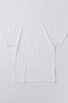 モノ選びの達人を目指し、ファッションの定番をリサーチする新連載「ファッションギークへの道」。第1弾のテーマは、夏の定番アイテム「白の無地Tシャツ」。シルエットや着心地、透け感など、メンズのSサイズを基準に様々なブランドの定番白Tシャツをレビューします。Vol.3は「ユニクロ(UNIQLO)」。