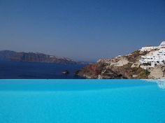 The infinity pool Katikies Hotel - Santorini Greece