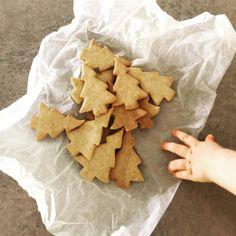 Zkuste vyměnit běžné cukroví pečivo za zdravé vánoční cukroví, po kterém nepřiberete, nebude vám těžko a rozhodně si pochutnáte! Organic Butter, Organic Eggs, Coconut Sugar, Christmas Cookies, Advent, Cinnamon, Snack Recipes, Vanilla, Chips
