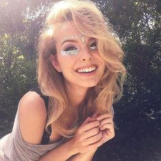 Another fun and sparkly festival look! happy summer to youhellip festival makeup glitter, boho Festival Looks, Festival Make Up, Festival Wear, Festival Outfits, Festival Fashion, Coachella Make-up, Tumbrl Girls, Beauty Makeup, Hair Beauty