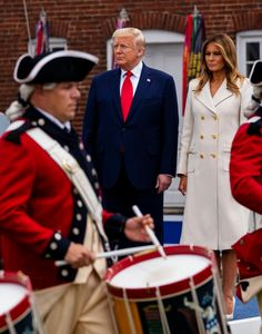 FLOTUS Melania Trump celebrates Memorial Day at Fort McHenry in Baltimore, Maryland on May 🇺🇸 Donald And Melania Trump, First Lady Melania Trump, Donald Trump, Red And White Stripes, Red And Blue, Milania Trump Style, Wicked Ways, Star Spangled Banner, Greatest Presidents