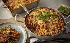Jauheliha-spagettivuoka on kaikkien suosikki Salty Foods, Bolognese, Macaroni And Cheese, Food And Drink, Snacks, Meat, Chicken, Dinner, Baking