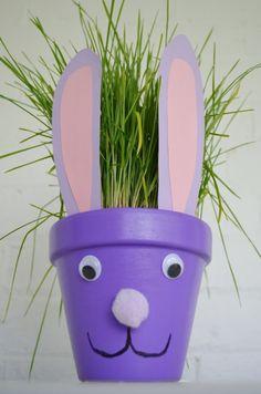 Paashaas bloempot. Gezellig knutselen voor Pasen. Goedkope knustel tip van Speelgoedbank Amsterdam voor kinderen en ouders. Paasknutsel.