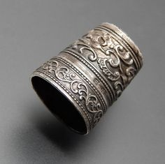 ANTIQUE SILVER CHASING SWIRLS FLORAL PATTERN COMPLEX DESIGN THIMBLE – Gold Stream Boutique #antique silver #thimble #floral thimble