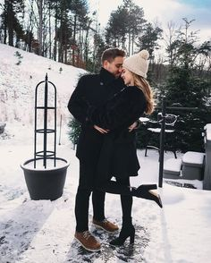 Find images and videos about love, couple and winter on we heart it - the app to get lost in what you love. Cute Relationship Goals, Cute Relationships, Couple Relationship, Couple Posing, Couple Photos, Winter Couple Pictures, Couple Goals Cuddling, Winter Photos, Couple Outfits