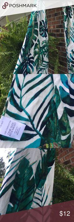 Palm leaf scarf wrap multiple uses Excellent condition oblong shape scarf or wrap Liz Claiborne Accessories Scarves & Wraps