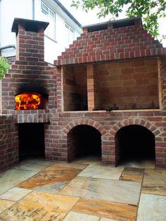 Argentinean parrilla and oven outdoor kitchen in Surrey/London - Forno Bravo Forum: The Wood-Fired Oven Community Backyard Kitchen, Outdoor Kitchen Design, Pizza Oven Outdoor, Outdoor Cooking, Outdoor Rooms, Outdoor Living, Outdoor Kitchens, Argentinian Bbq, Parrilla Exterior