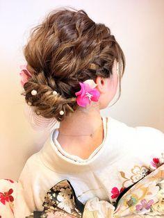 振袖 袴 お着付ヘアセットお任せください!/EL・PATIOをご紹介。2017年秋の最新ヘアスタイルを100万点以上掲載!ミディアム、ショート、ボブなど豊富な条件でヘアスタイル・髪型・アレンジをチェック。 Up Styles, Hair Styles, Hair Arrange, Japanese Hairstyle, Japanese Outfits, Fries, Wedding Hairstyles, Salons, Kimono