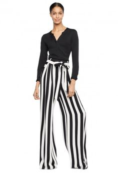 High waisted, wide leg pant with waist tie. Classic Outfits, New Outfits, Casual Outfits, Dark Fashion, White Fashion, Cochella Outfits, Cotton Maxi Skirts, Trouser Outfits, Tunic Tank Tops