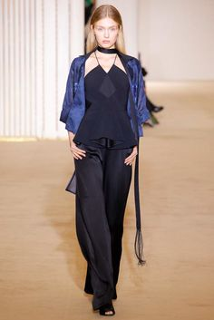 Roland Mouret Spring 2017 Ready-to-Wear Collection Photos - Vogue