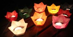 I still had these little paper table lanterns for tea lights . - I promised you these little paper table lanterns for tea lights. In the meantime we had our big par - Photo Candles, Diy Candles, Diy Crafts To Do, Paper Crafts, Table Lanterns, Diy Paper Lanterns, Table Lamps, How To Make Lanterns, Origami Box