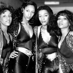 "26 curtidas, 2 comentários - Lafemmemerveilleuseinvisible (@lafemmemerveilleusemusique) no Instagram: ""'We Are Family' Hitmakers Sister Sledge  RIP #Jonisledge"""