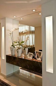 hall de entrada Dear Sylvia, would it be possible to make this tablet for in our hall? We like this with the mirrors and Spots very much. Decor, Rustic Wall Mirrors, House Design, Sweet Home, Entryway Decor, Home Decor, House Interior, Room Decor, Home Deco
