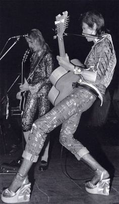 mick woodmansey & david bowie - ziggy stardust and the spiders from mars