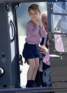Elliot Wagland (@elliotwagland) on Twitter: Tour of Germany, Day 3, July 21, 2017-Prince George looks happy to be in a helicopter at the Airbus factory in Hamburg before the family headed home