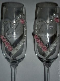 Fancy Wine Glasses, Glitter Wine Glasses, Wedding Wine Glasses, Decorated Wine Glasses, Wedding Bottles, Hand Painted Wine Glasses, Champagne Glasses, Wine Glass Crafts, Wine Bottle Crafts