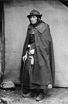 Welsh Knitter    Cadi'r Big, Y Ro-wen    Ffotograffydd/Photographer: John Thomas (1838-1905)  Dyddiad/Date: [ca. 1875]