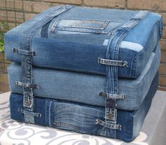 Best 12 Fashion Reveal: Lifestyle – Page 646618458975131248 Artisanats Denim, Denim Art, Denim Purse, Jean Crafts, Denim Crafts, Upcycled Crafts, Diy Jeans, Denim Furniture, Recycled Furniture