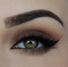 Eye makeup, winged eyeliner on fleek! Lololol
