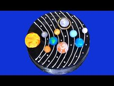 Great for birthdays, parties. Ingredients: 1 vanilla cake mix (or use any of your choice or double it) Dark chocolate butt. Sistema Solar, Solar System Cake, Milky Way Cake, Space Party, Space Theme, Galaxy Cake, Pie In The Sky, How To Make Frosting, Vanilla Cake Mixes