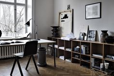 Today we're going to talk about Vintage Home Office Ideas to help create your own! Keep scrolling and find out what we've for you. Eames, Sala Vintage, Vintage Decor, Vintage Style, Vintage Home Offices, Workspace Inspiration, Interior Inspiration, Home Office Decor, Home Decor