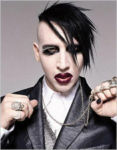 See Marilyn Manson pictures, photo shoots, and listen online to the latest music. Marilyn Manson Quotes, Rock Y Metal, Metal Art, Punk Makeup, Brian Warner, Band Pictures, Twiggy, Kurt Cobain, Metallica