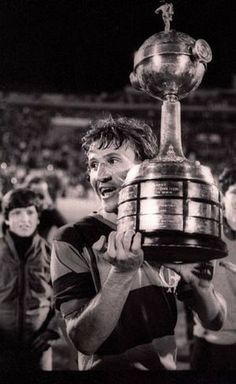 #OnThisDay in 1981 #Flamengo defeated #Cobreloa in the final of the #CopaLibertadores by two goals of #Zico.