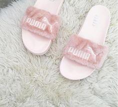 Pink Fluffy SandalsFollow us @wheretoget // Image credits@abigailcantika