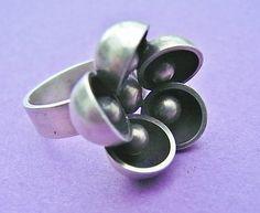 Vintage modernist silver flower cup bead ring Kupittaan Kulta Finland 1960s