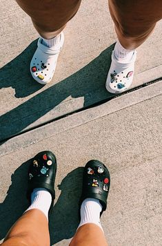 Go to e yersavage for more like this! Cute Shoes, Me Too Shoes, Croc Charms, Vsco Pictures, Crocs Shoes, Shoe Game, Slide Sandals, Besties, Kicks