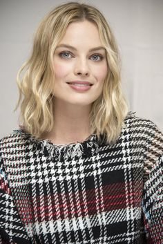Margot Robbie at 'Goodbye Christopher Robin' photocall, London, UK. Pic by Magnus Sundhold. Margot Robbie Photos, Margot Robbie Style, Margo Robbie, Actress Margot Robbie, Margot Robbie Harley, Goodbye Christopher Robin, Tonya Harding, Stunning Girls, Hello Beautiful