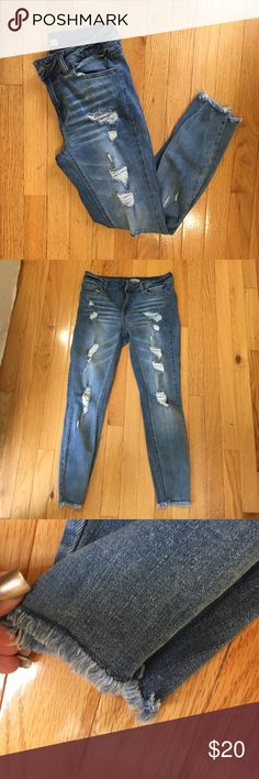 Super cute ripped jeans Form fitting stretchy ripped jeans. EUC. Mid rise. Frayed ankles. Super comfy refuge Jeans Ankle & Cropped