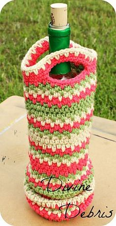 Wine bottle cozies are having quite the moment in the crochet world, are they not? They're cute, make great gifts and when you're not using it you can use them to decorate with. What's not to love? And with the Willow Bottle Cozy pattern you've got a simple design that leave so much room to customize your finished product, you can make a different cozy every time you visit the pattern.