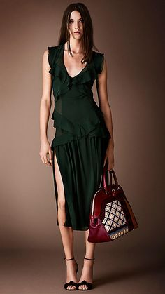 Burberry Prorsum Pre-Fall 2014 - Runway Photos - Fashion Week - Runway, Fashion Shows and Collections - Vogue Burberry Prorsum, Burberry 2014, Runway Fashion, High Fashion, Fashion Show, Fashion Design, Fall Fashion, London Fashion Weeks, Jumpsuit Dress